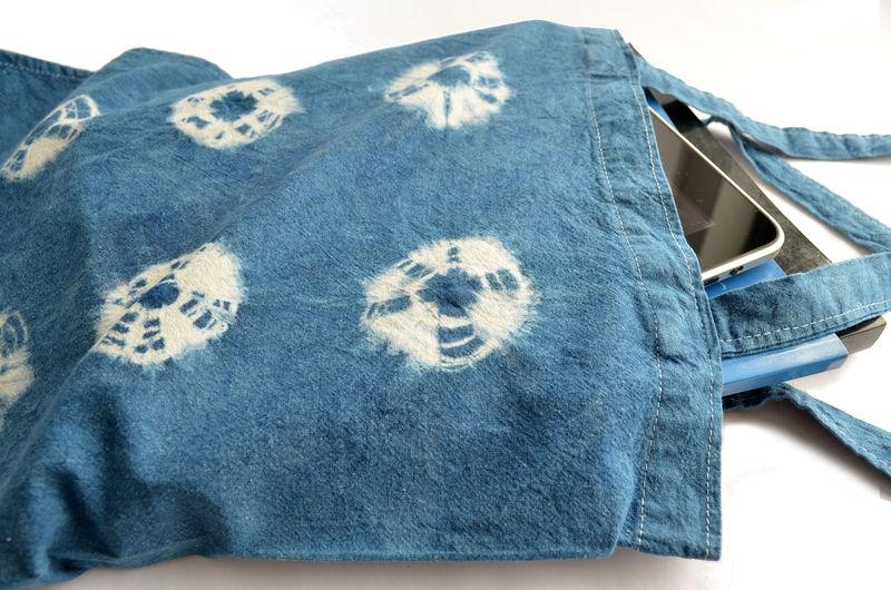 Bolso o tote bag teñido con índigo natural