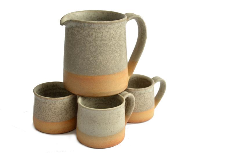 Juego jarra y 4 tacitas - Gres color gris