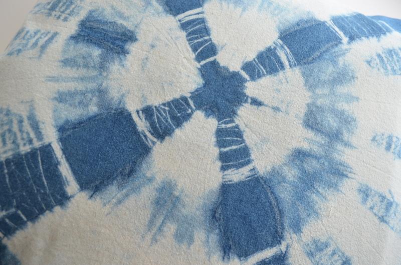 Cojín algodón teñido con índigo- Amarra central