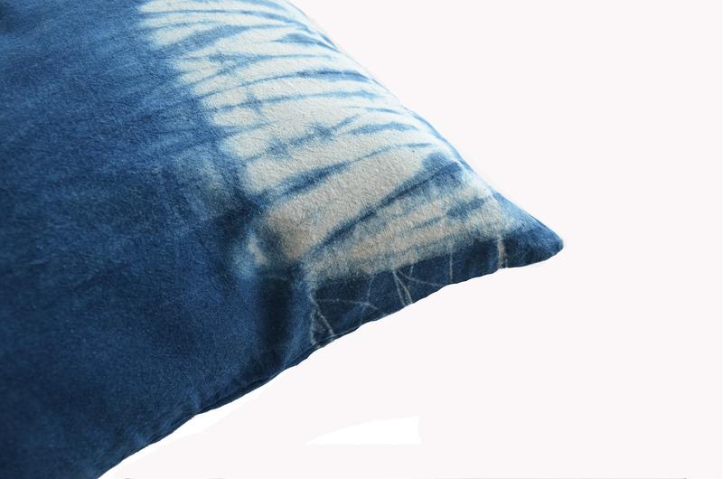 Cojín teñido con índigo - Azul amarras bordes