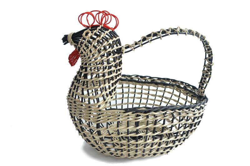 Gallina porta huevos en boqui pil-pil bicolor