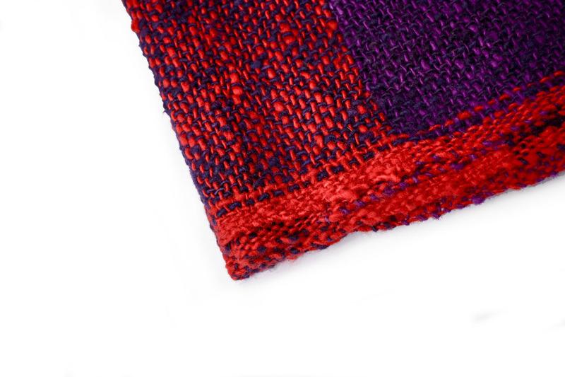 Chal o piecera cuadros rojo y violeta