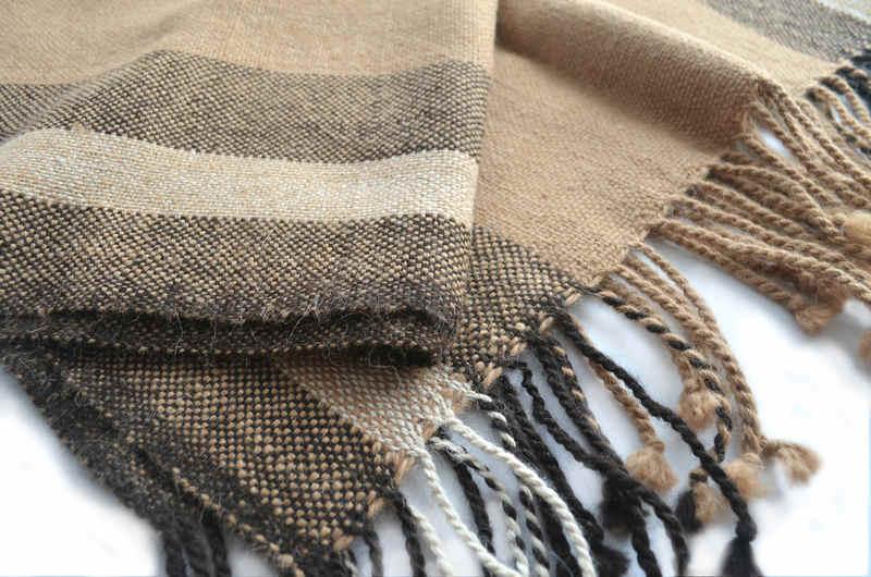 Poncho a telar en fibra de alpaca natural