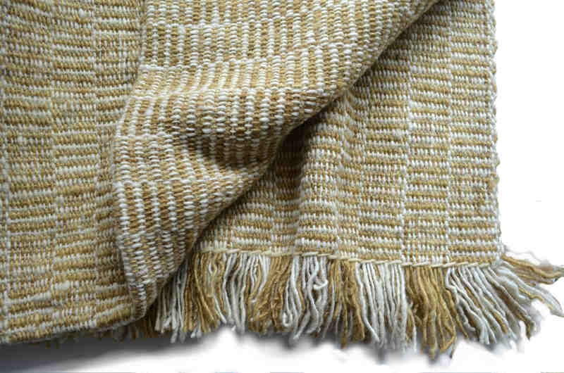 Piecera king en lana blanca y amarillo ocre suave