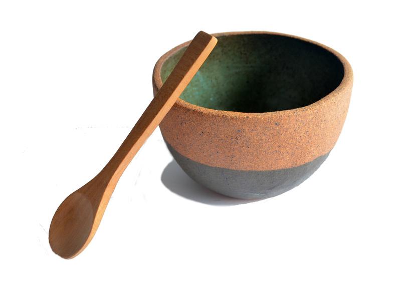 Pocillo verde turquesa, cuchara tallada