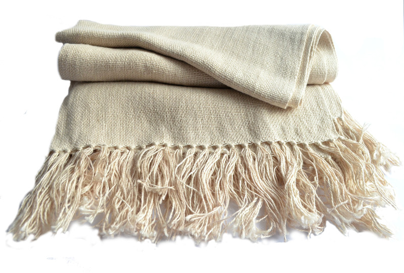 Fina piecera en lino 100% natural color marfil