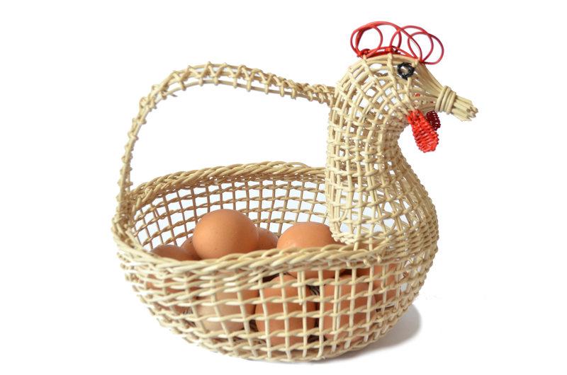 Gallina porta huevos en boqui pil-pil