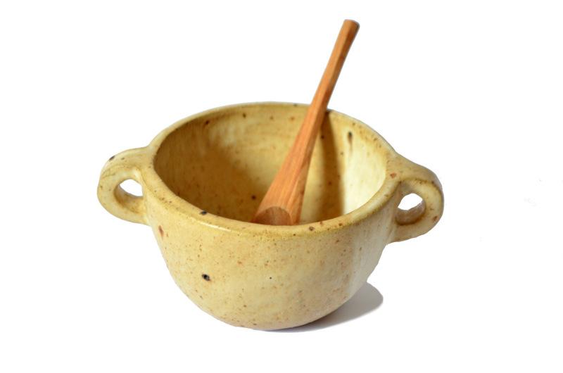 Set de fuentecita en gres y cubierto de madera nativa