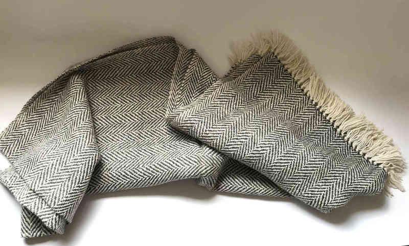 Gran piecera diseño zig zag en alpaca blanco y gris