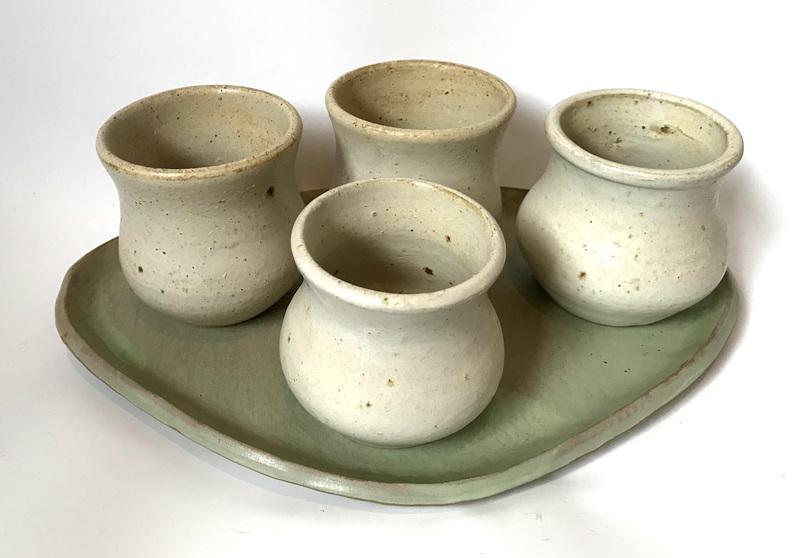 Bandeja y 4 vasos grandes cerámica gres