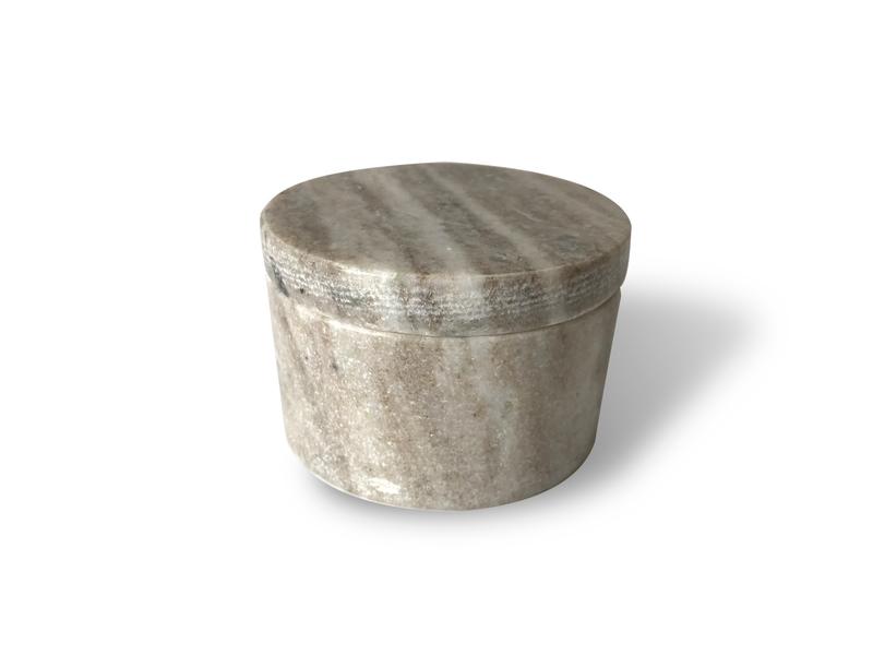 Contenedor de piedra natural con tapa