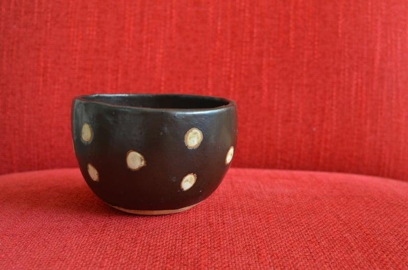 Pocillo de cerámica gres - Negro con lunares dobles