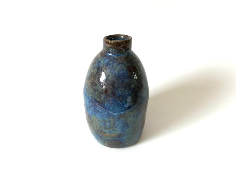 Pequeño florero color azul mar