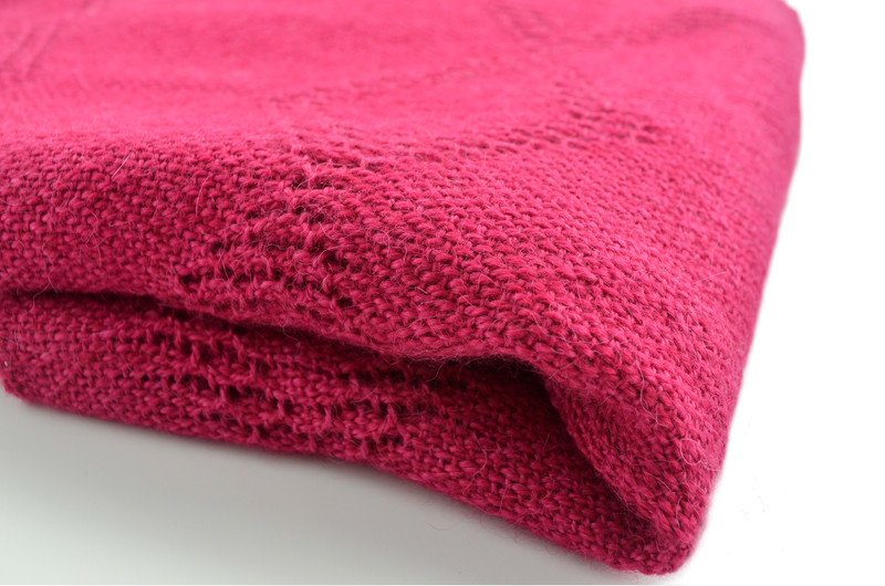 Echarpe en suave fibra de alpaca color frambuesa