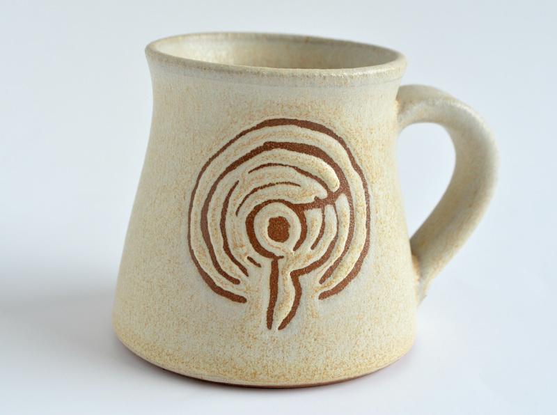Set de 4 tazas en gres con figuras rupestres