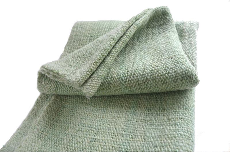 Chal o piecera en lana color verde agua
