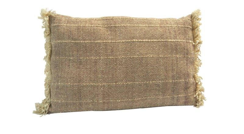 Cojín rectangular tejido a telar en lana colores natural y tostado