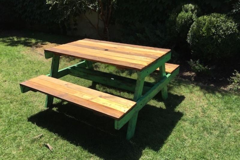Mesa de madera de picnic para ni os terrazachic for Mesa de camping de madera