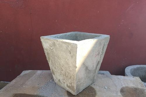Macetero de concreto cuadrado cónico de 40 x 40