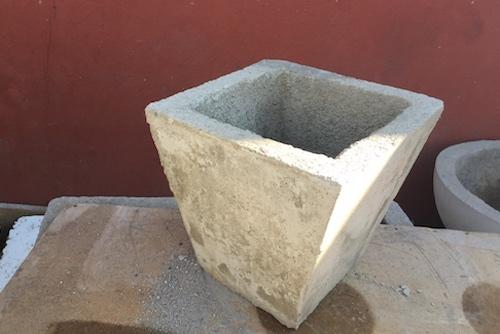Macetero de concreto cuadrado cónico de 50 x 50