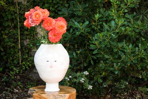 Florero escultura de cabeza blanca