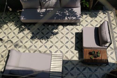 Sofá modular de fierro Manhattan con mesa lateral