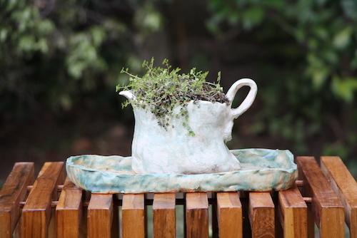 Arreglo de cerámica de gres con musgo