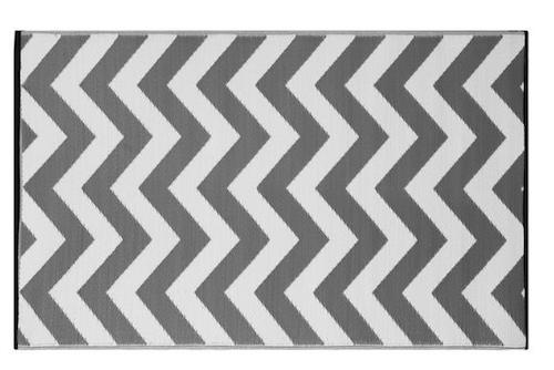 Alfombra PET zig zag gris con blanco de 90 x 150 cm