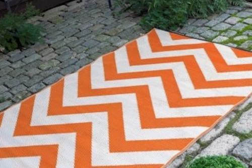 Alfombra PET zig zag naranja  de 120 x 180 arriendo