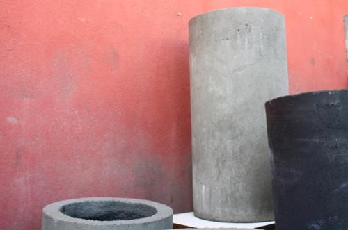 Macetero cilíndrico de cemento de 80 cm por 50 cm
