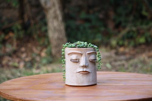 Macetero de cerámica de gres con cara S