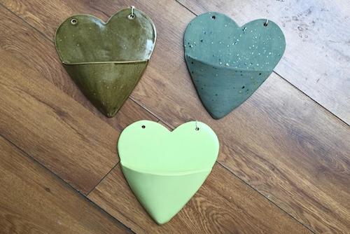 Estuches de cerámica con forma de corazón para plantas