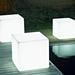 Puf con forma de cubo iluminado