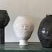 Florero escultura con 4 caras negro