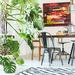 Macetas con plantas y plantas de interior