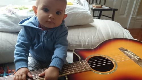 Guagua con guitarra