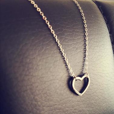 Collar Silueta Corazón de Plata