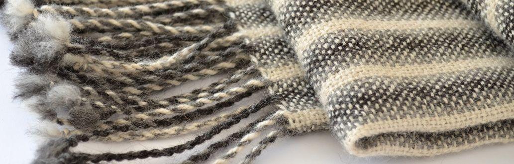 Chales y echarpes tejidos a telar