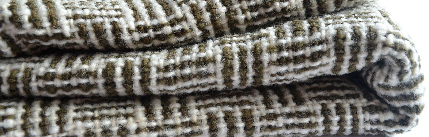 Chales a telar en lana natural