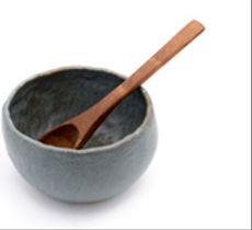 Fuente azul piedra mediana y cuchara de raulí