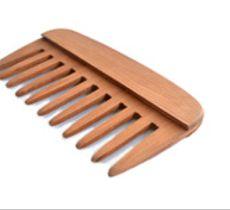 Peineta en madera de alerce