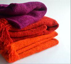 Color y calor: llena tu casa de vida con nuestros alegres chales y pieceras de lana