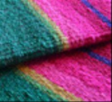 Textiles andinos multicolores
