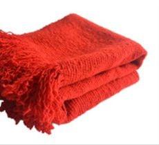 Chal o piecera en lana color rojo fuerte