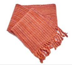 Bufanda de lana teñida con tintes naturales color rosa viejo y coral