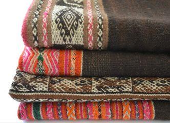 Celebrando los oficios de nuestro país: los coloridos textiles andinos