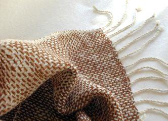 Es época de chales y bufandas calentitas tejidas en suave alpaca 100% natural