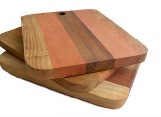 Este 18 no te quedes sin estas lindas tablas que mezclan diversas maderas nativas: ideales para asados y aperitivos