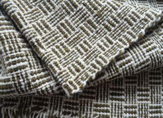 Al teñir la lana con plantas autóctonas se logran colores tan sutiles como el de esta linda piecera