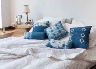 Esta temporada nuestros cojines en lino y algodón teñido a mano darán un toque fresco a cualquier lugar de tu casa